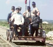 Увеличенный фрагмент. Фото 1916г. На дрезине за пределами Петрозаводска по Мурманской железной дороге, на берегу Онежского озера