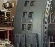 Фото 1911г. Увеличенный фрагмент. Генераторы, изготовленые в Будапеште, Венгрия, стоящие в энергетическом зале ГЭС в Иолотань на реке Мургаб. Надпись на табличке: Ганц. электр(отехническіе) комп(аніи) въ Будапештъ